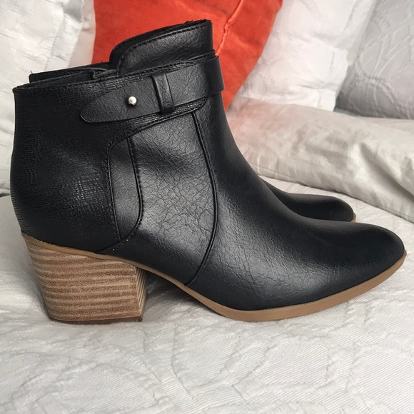 80fa4c355ab Baretraps Nanette Women's Ankle Bootie